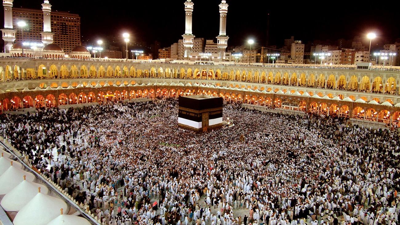 Haram este locul care oferă o imagine emoţionantă a unui grup uriaş de oameni care se roagă neîncetat