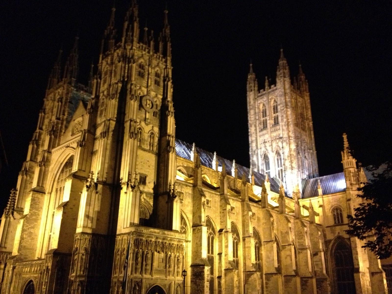 Catedrala Canterbury noaptea