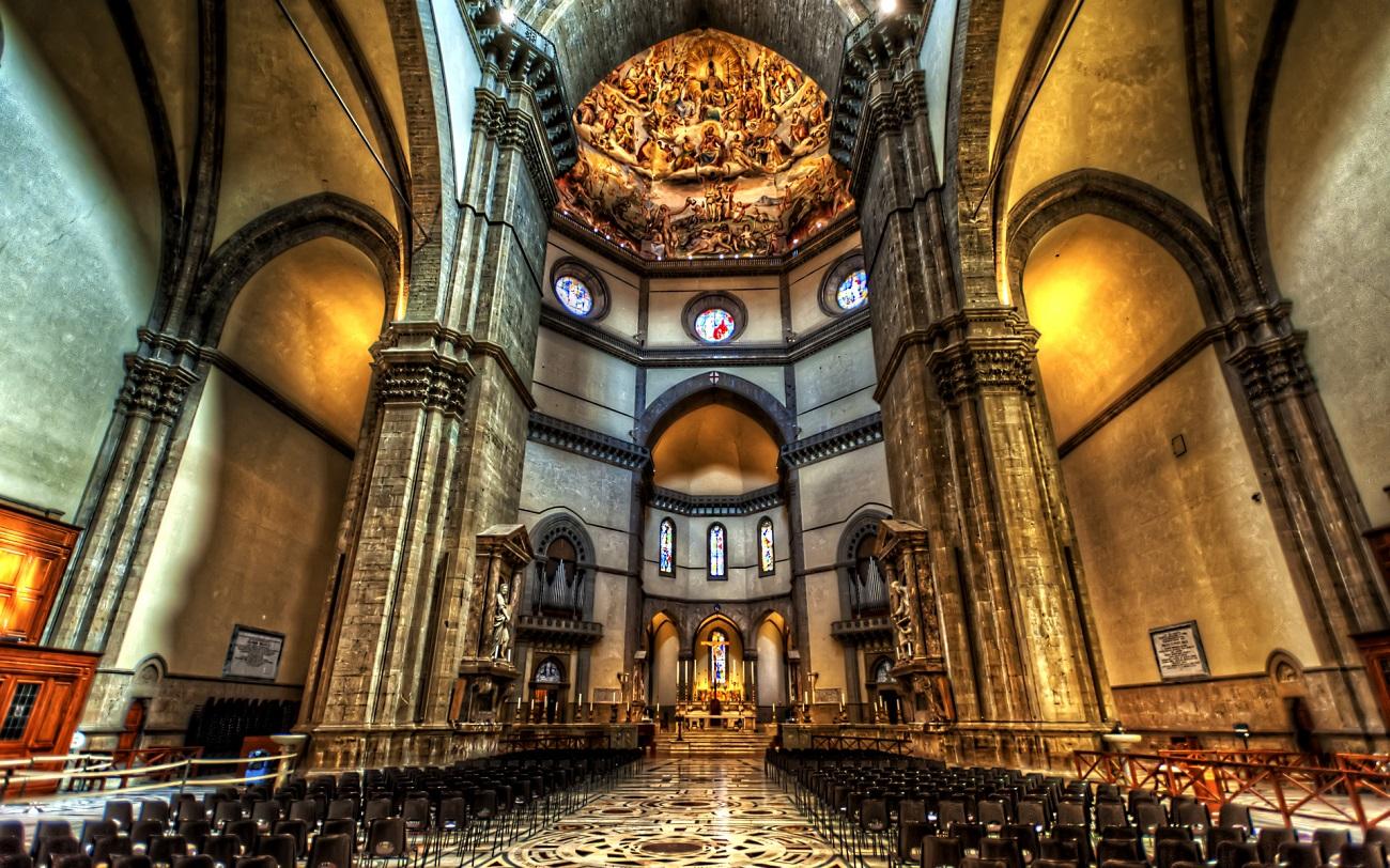 Interiorul Catedralei Santa Maria del Fiore crează uimire în rândul vizitatorilor