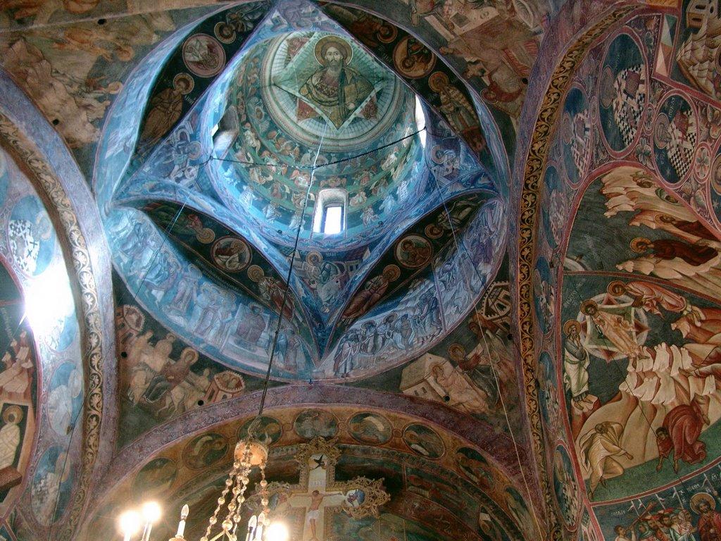 Interiorul bisericii Voroneț