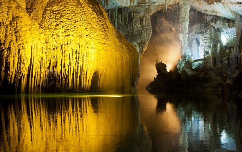 Jeita Grotto, o minune subterană