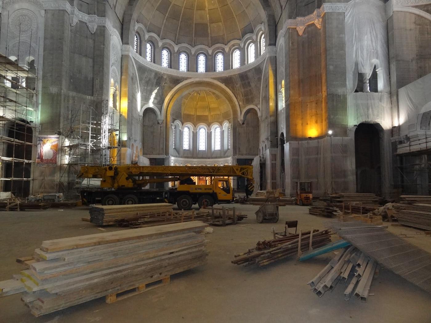 La interiorul Catedralei Sfântul Sava încă se mai lucrează