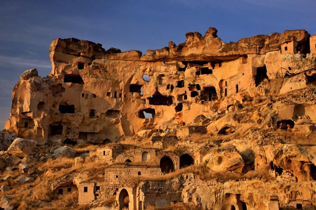 Locuinţe sculptate în piatră în Cappadocia, Turcia