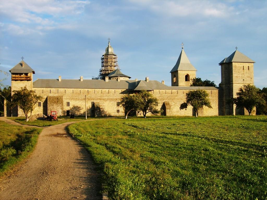 Mânăstirea Dragomirna aproape de apus