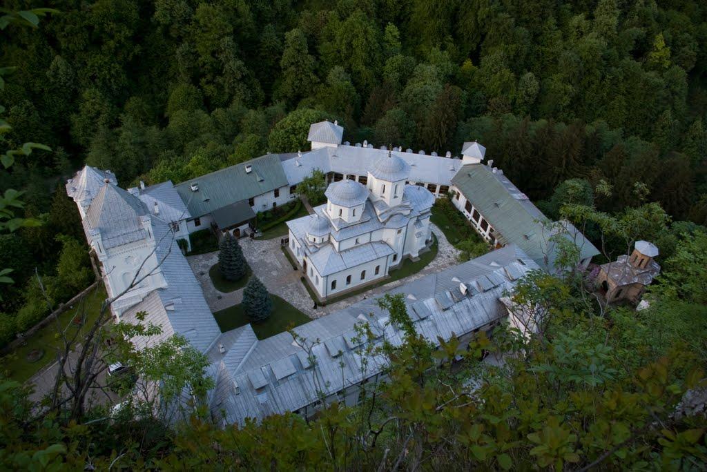 Mânăstirea Tismana văzută de sus