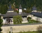 Manastirea Sucevita vazuta de sus