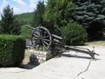 Mausoleul Mateiaș este flancat de tunuri de artilerie