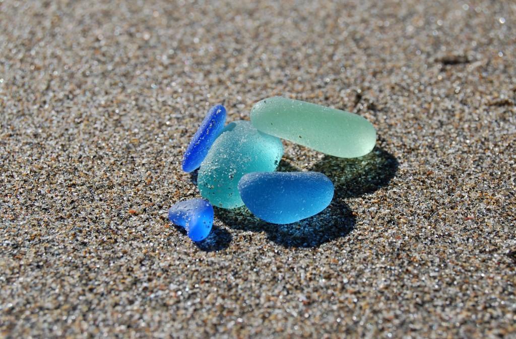 Mici bijuterii naturale de la Glass Beach