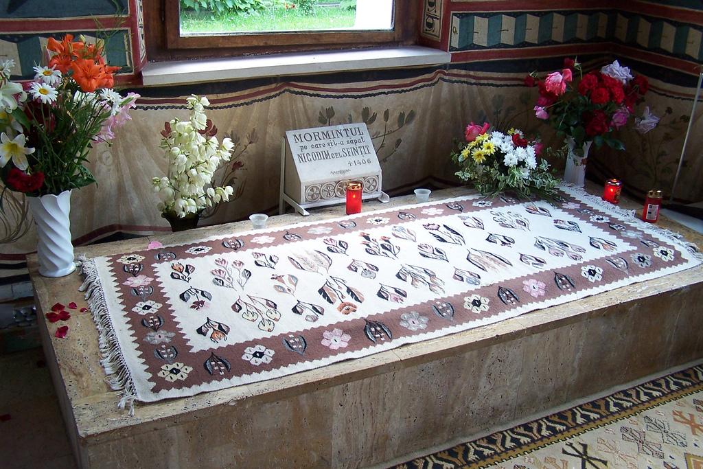 Mormântul pe care se spune că și l-ar fi săpat singur Sfântul Nicodim