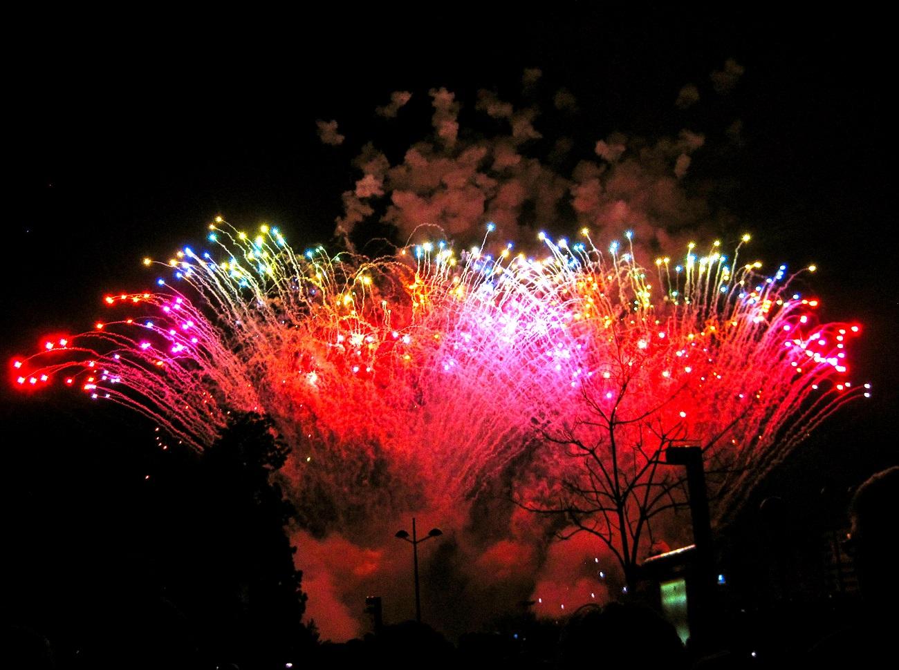 Nopţile din timpul Festivalului Las Fallas se încheie cu focuri de artificii spectaculoase
