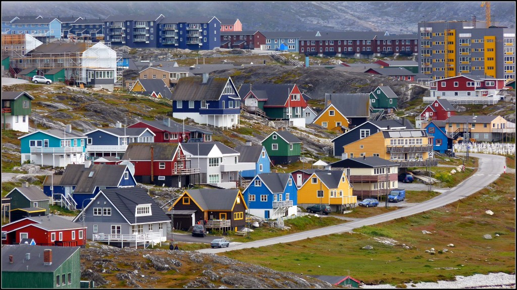 Nuuk, o explozie de case colorate