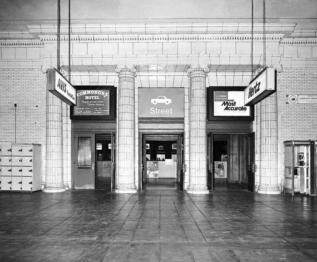 O imagine mai vintage cu intrarea în gară