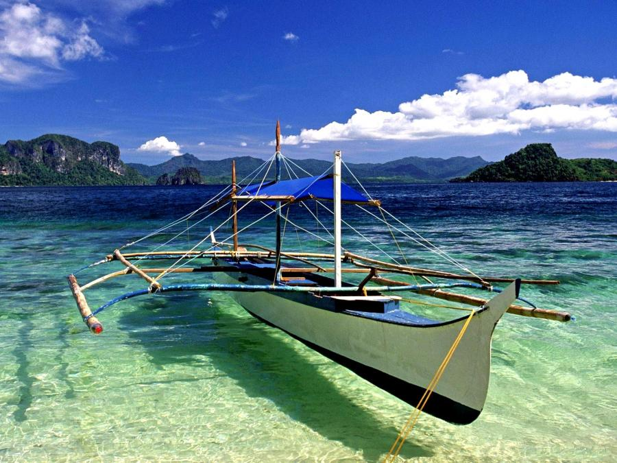 Barcă pentru vizitarea insulelor