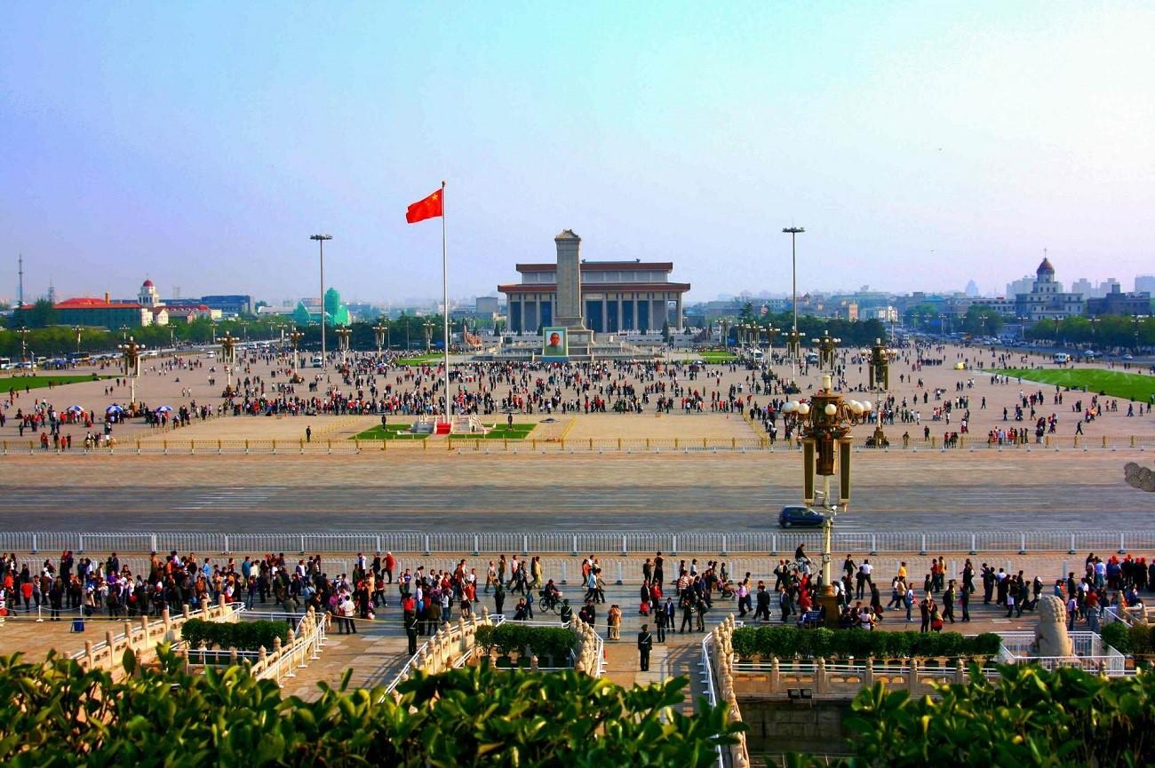 Piața Tiananmen, spațiu uriaș de promenadă