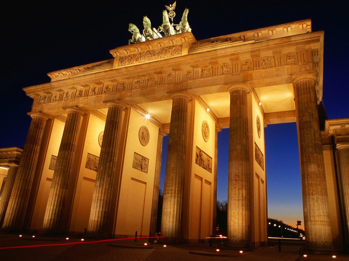 Poarta Brandenburg, o operă arhitecturală incontestabilă în inima Berlinului