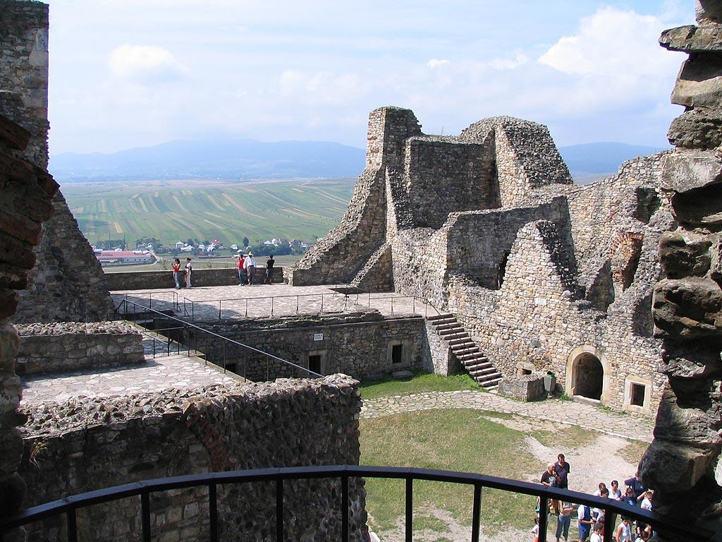Privire de ansamblu asupra interiorului fortificației