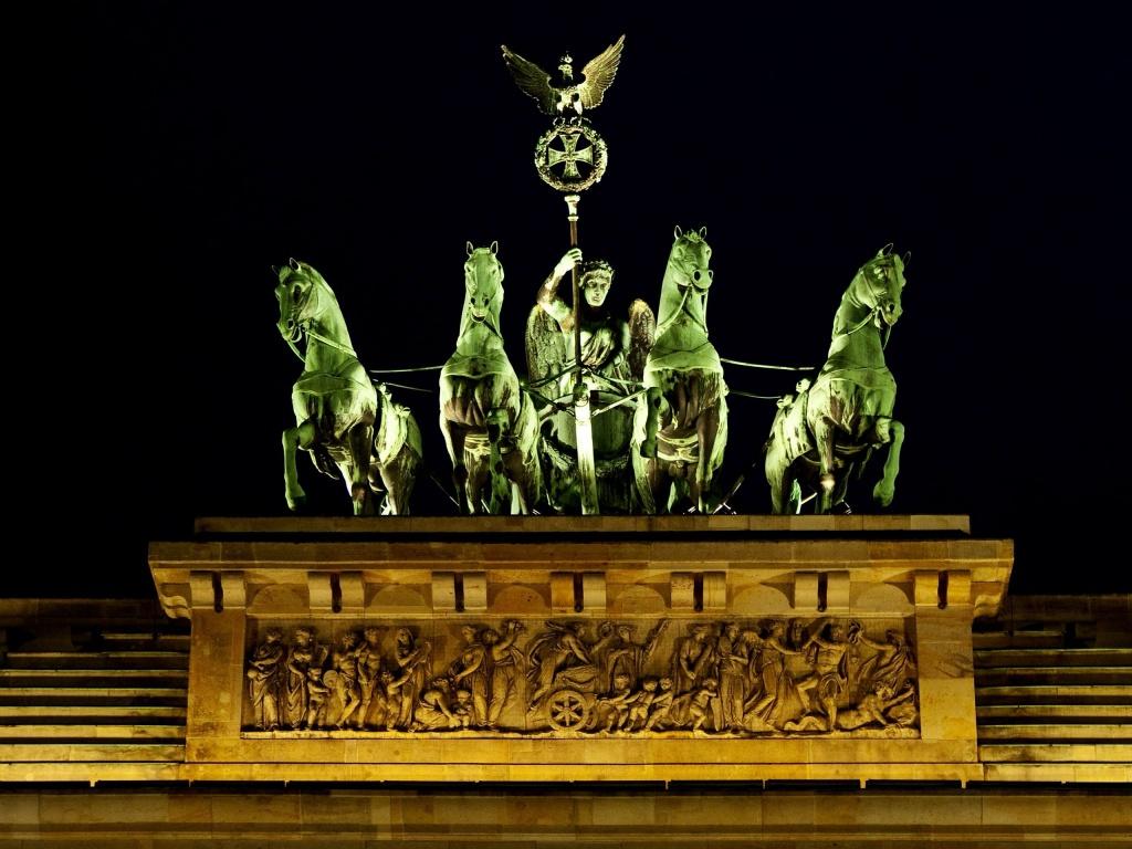 Quadriga, sculptura din bronz de pe Poarta Brandenburg