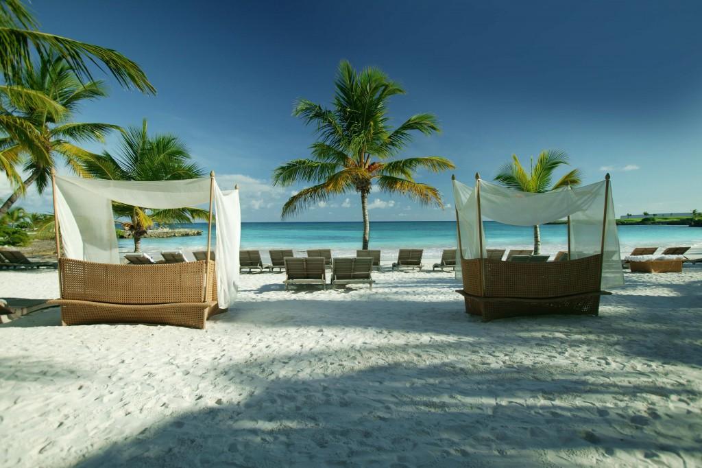 Relaxare pe un colț luxos de plajă