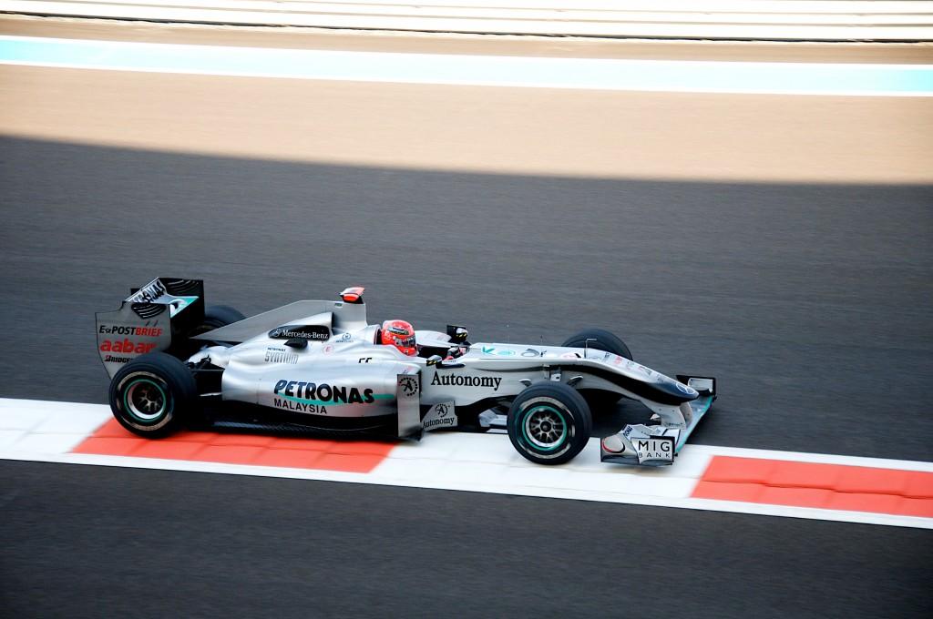Schumi pe circuitul din Abu Dhabi în 2010