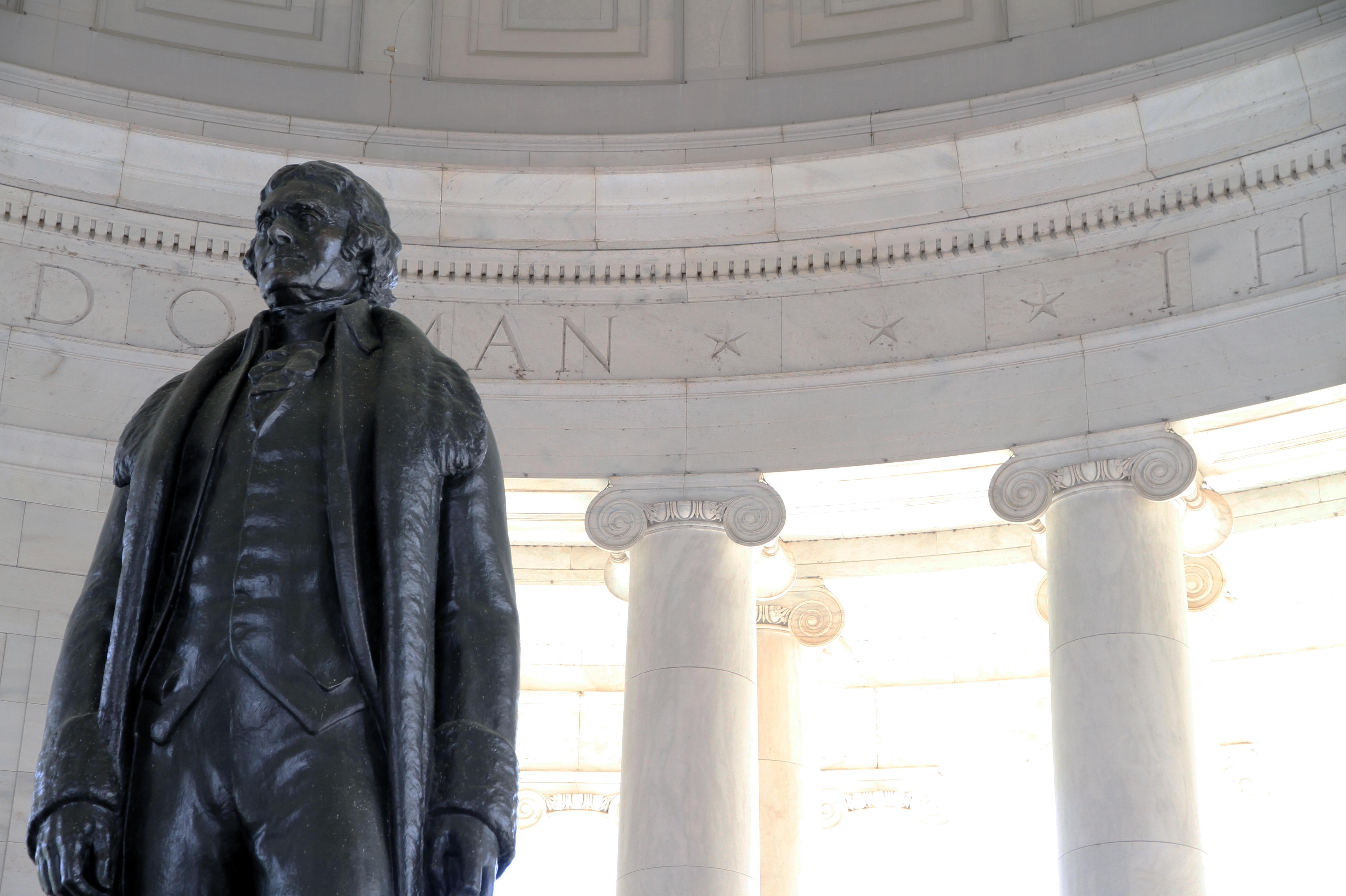 Statuia de bronz a unuia din părinții fondatori ai Statelor Unite