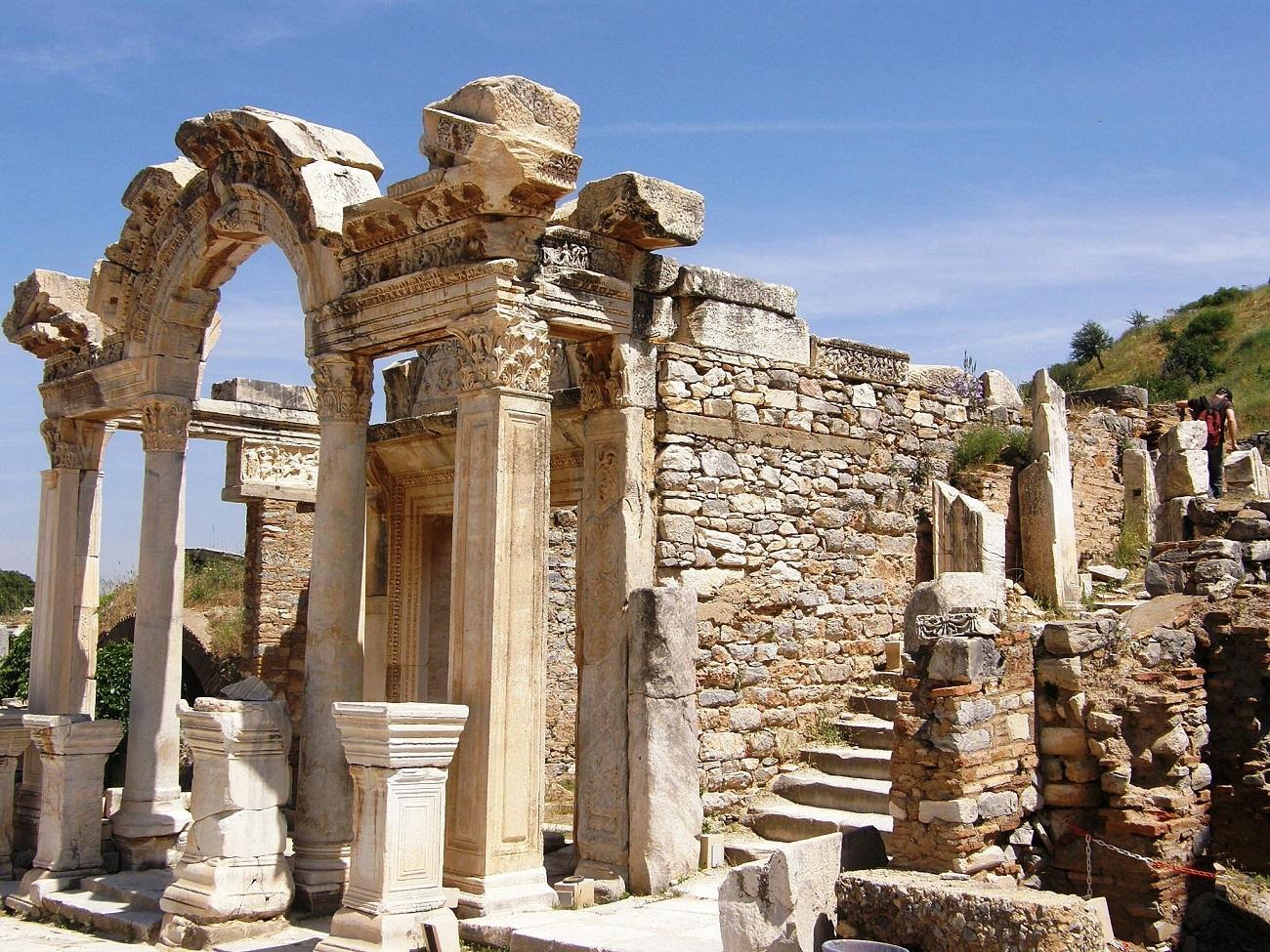 Templul lui Hadrian, Efes