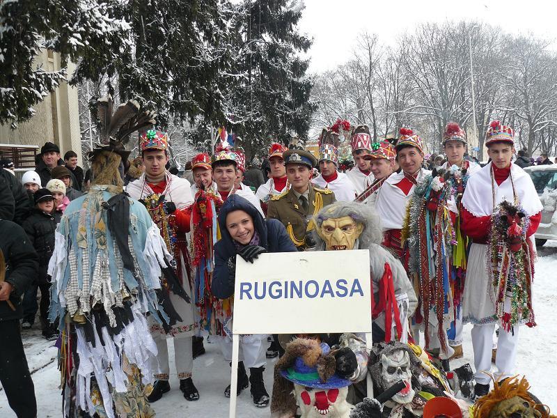 Tinerii din Ruginoasa, pregătiți de sărbătoare