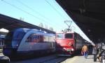 Trenuri vechi și noi în Gara de Nord