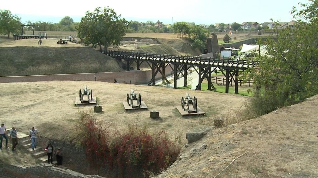 Tunurile ce odinioară apărau fortificația