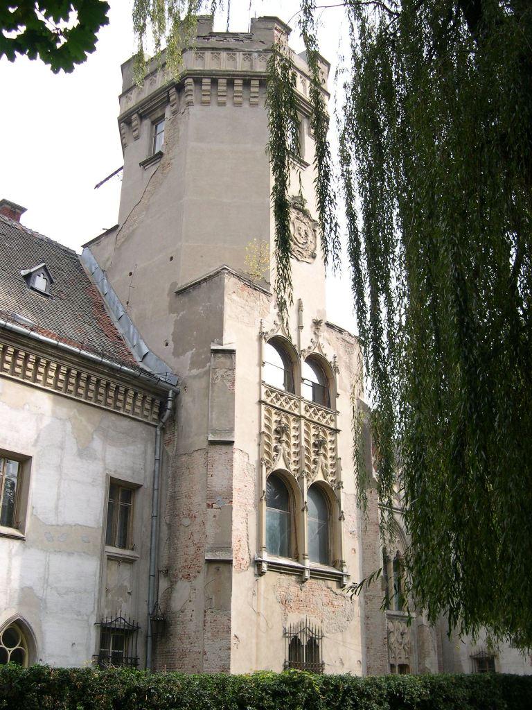 Unul dintre turnurile castelului