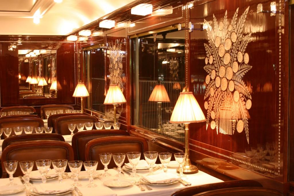 Vagonul restaurant din Orient Express pot rivaliza cu orice restaurant de cinci stele