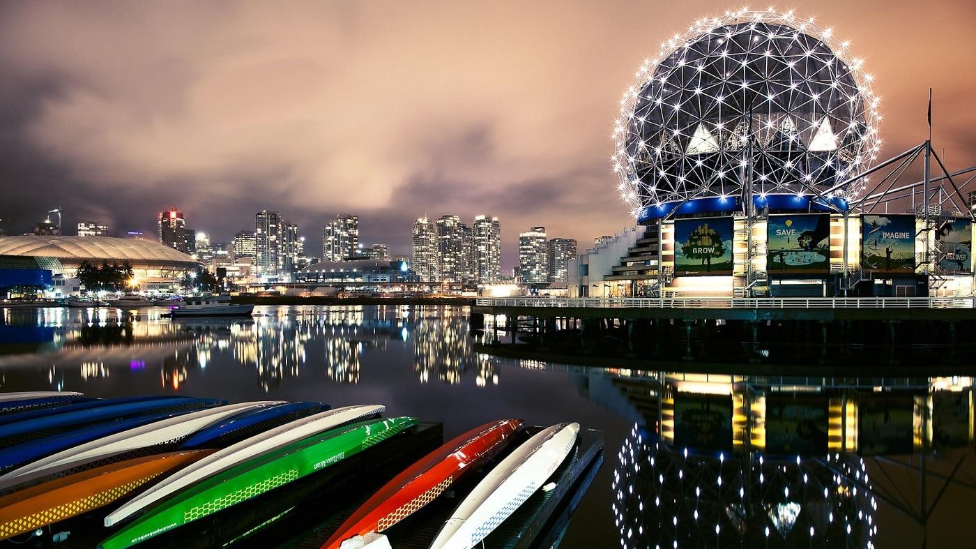 Vancouver este și un oraș al clădirilor moderne