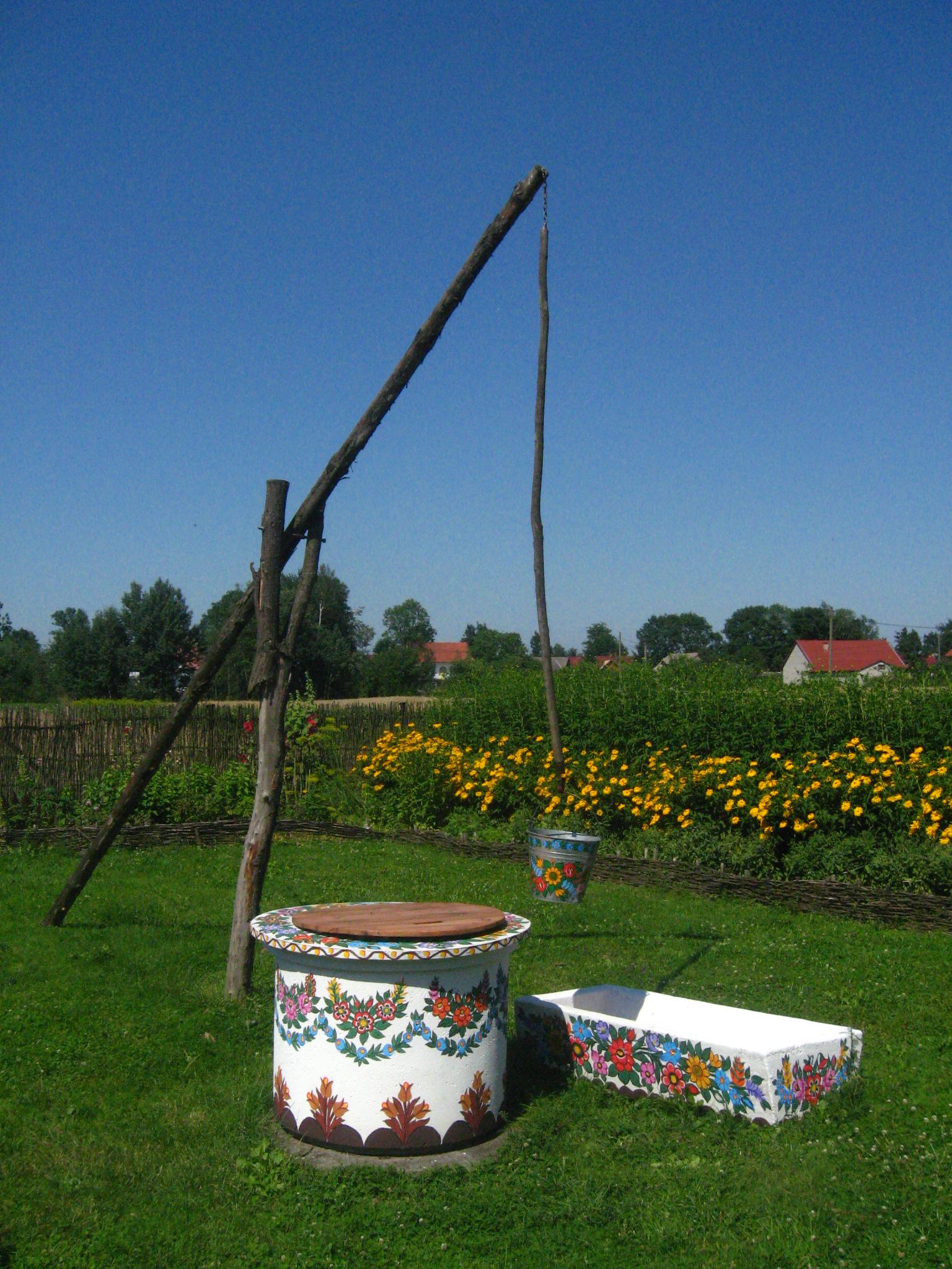 Decoraţiuni florale aproape pe orice obiect din satul Zalipie