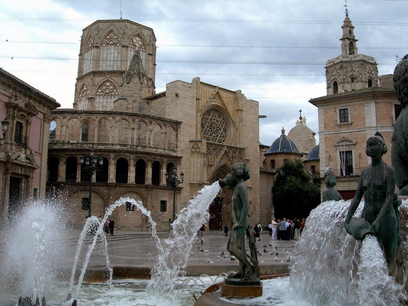 Zonele centrale ale Valenciei sunt marcate de fântâni arteziene deosebite