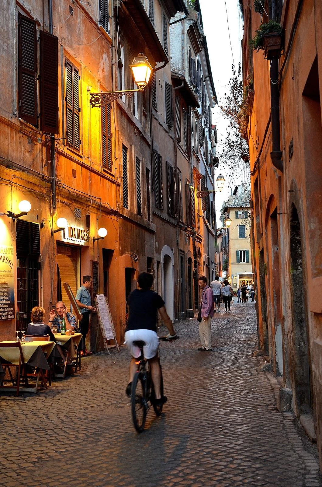 Pe străduţele înguste ale Romei