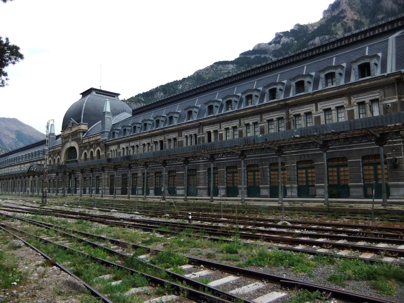Calea ferată Canfranc, Spania