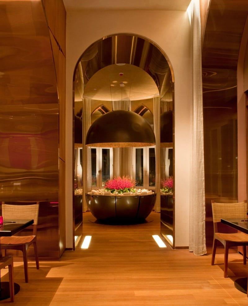 Interiorul renumitului restaurant Wasabi by Morimoto din Mumbai
