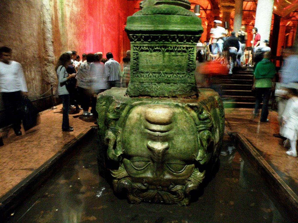 Capul meduzei întors din Basilica Cistern