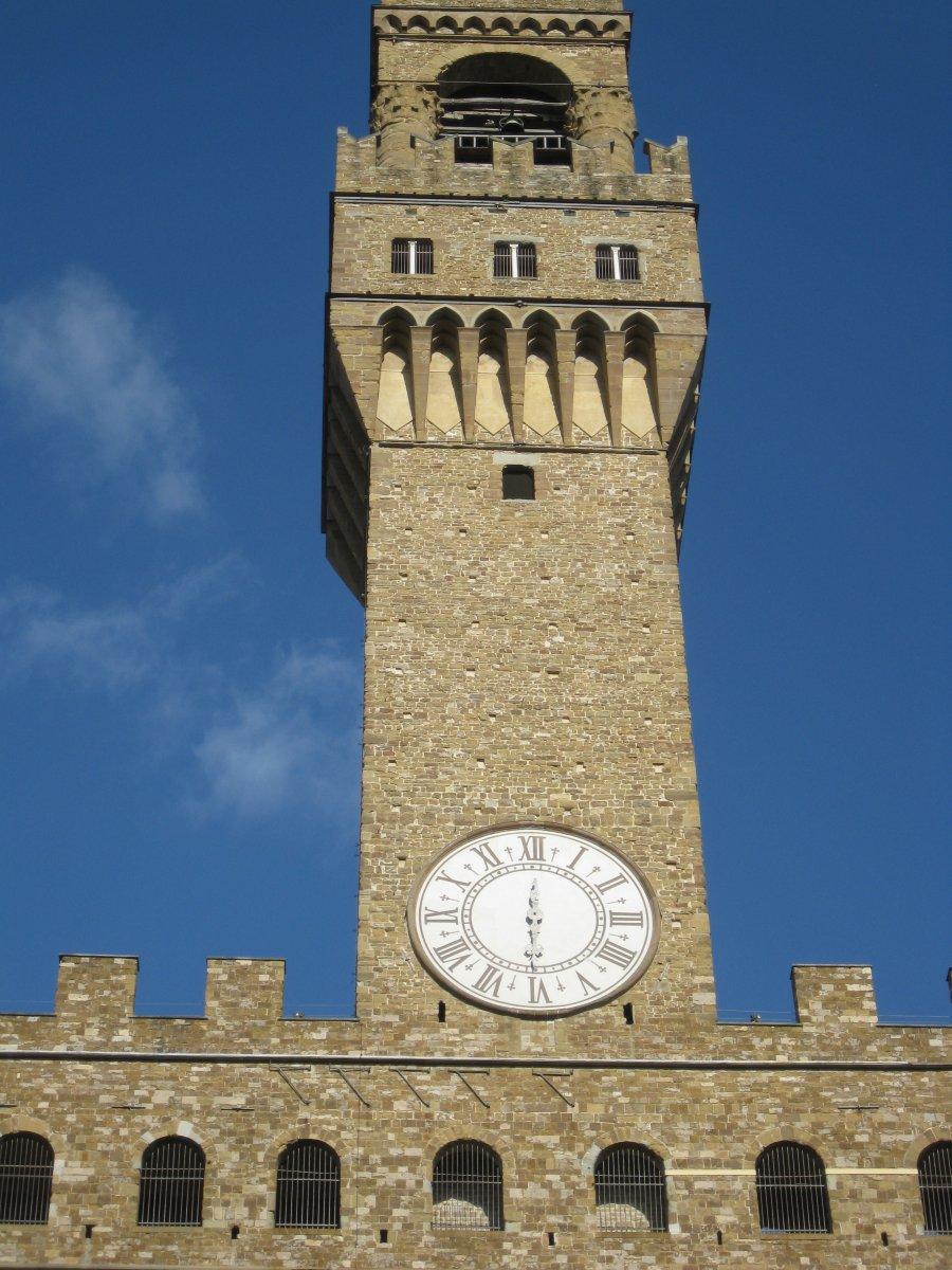 Turnul Clopotului de la Palazzo Vecchio  anunța pe vremuri întâlnirile publice sau pericolele iminente