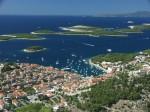 Insula Hvar, situată de-a lungul Coastei Dalmației, Croația