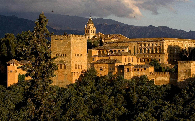 Alhambra, cea mai frumoasă cetate a Spaniei
