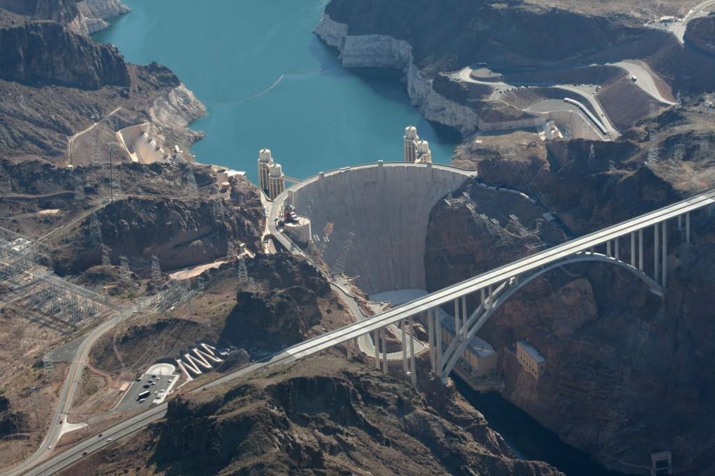 Barajul Hoover, impresionant în ansamblul lui