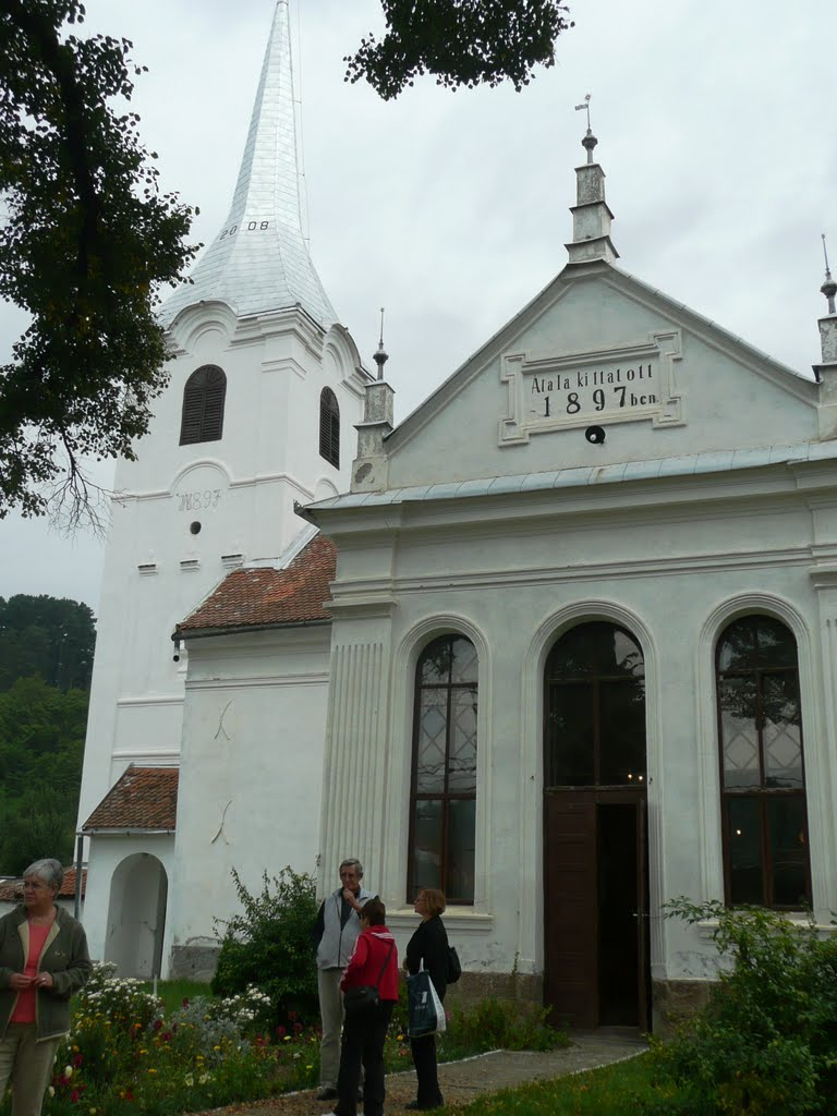 Biserica de rit calvin din Biborțeni, unul dintre puținele obiective turistice din zonă