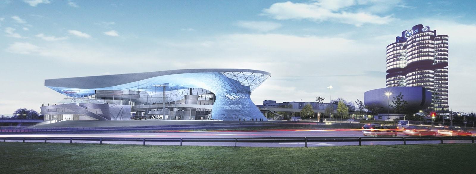 Clădirea inovatoare Bmw Welt, în imediata apropiere a fabricii și muzeului BMW