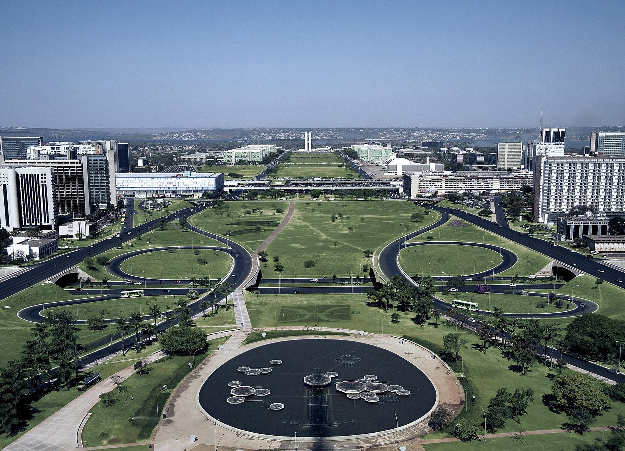 Bulevardul central din Brasilia