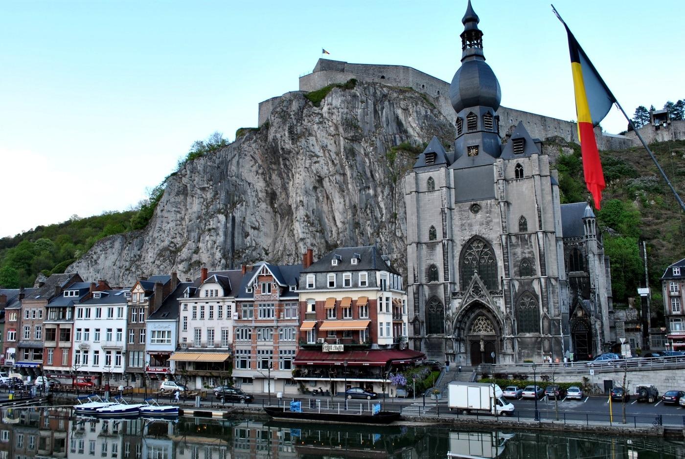 Catedrala din Dinant, cea mai impunătoare clădire a orașului