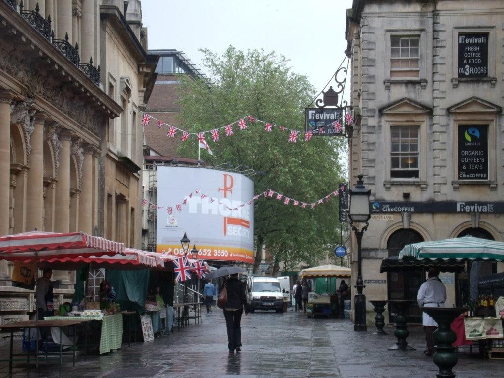 Corn Street, o stradă cu multe clădiri vechi