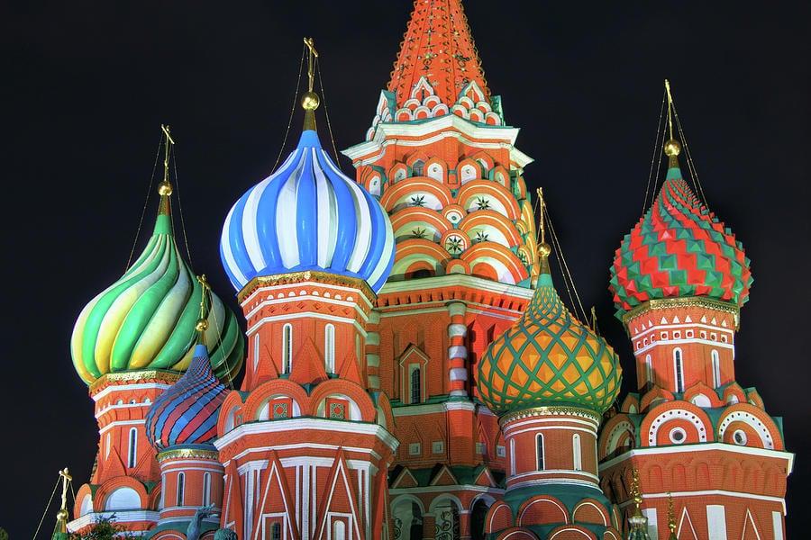 Cupolele Catedralei Sfântului Vasile sunt adeseori asemănate cu forma bulbilor de ceapă