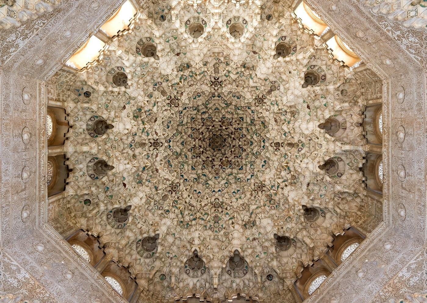 Cupolele palatelor imită formele calcaroase din peștere