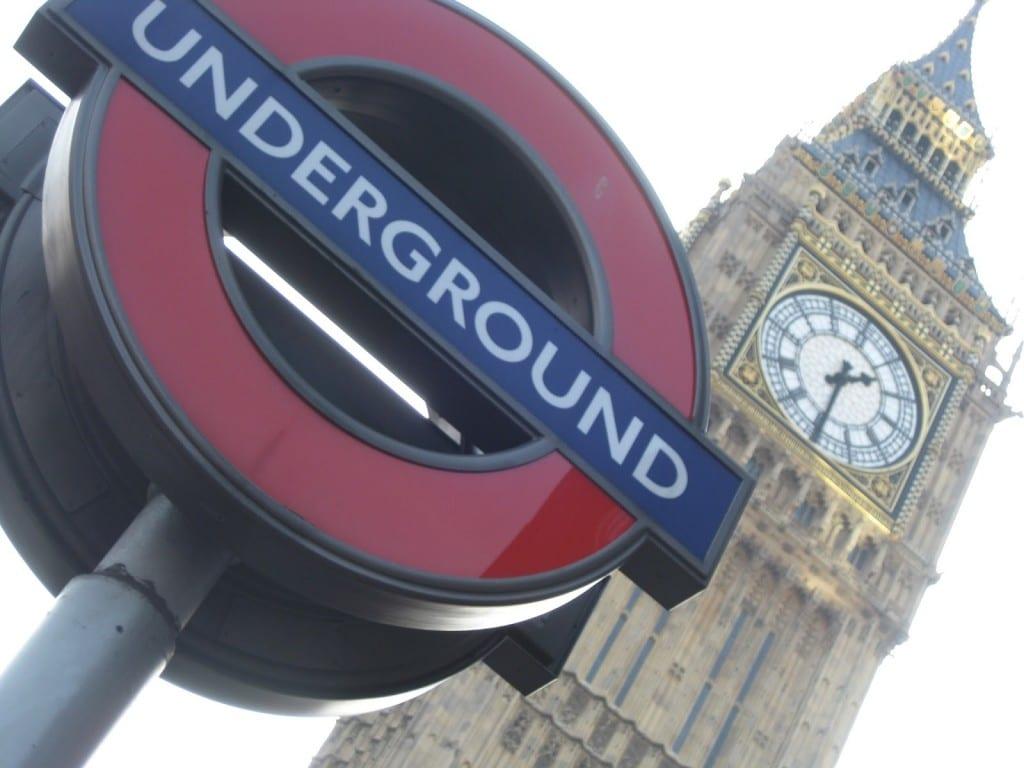 Două imagini iconice ale Londrei, puse una lângă cealaltă