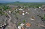 Erupțiile vulcanice acoperă cu cenușă totul în jur